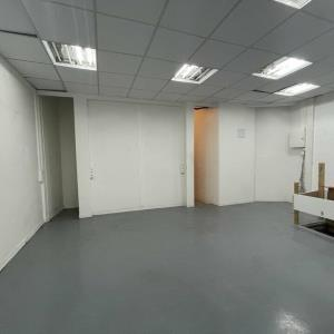 Location local commercial 87 m² non divisibles