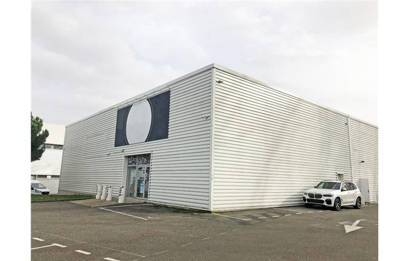 Location local commercial 400.00 m² à TOULOUSE
